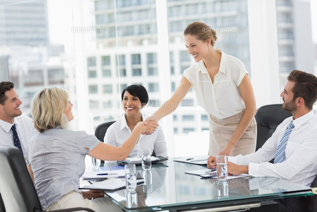 Executives shaking hands during a business meetingの写真素材 [FYI00000074]