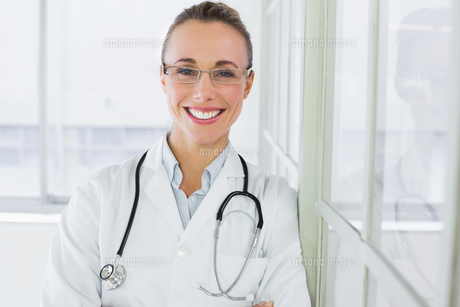 Beautiful happy female doctor in hospitalの素材 [FYI00000208]