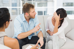 Unhappy couple fighting at therapy sessionの写真素材 [FYI00000258]