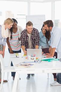 Happy team of designers having a meetingの写真素材 [FYI00000312]