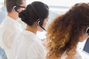 Customer service representatives in officeの写真素材 [FYI00000536]