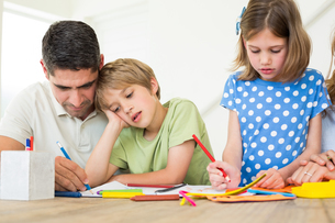 Father and children coloringの写真素材 [FYI00000575]
