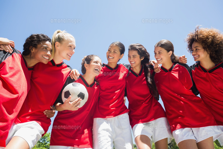 Female soccer team against clear skyの写真素材 [FYI00000800]