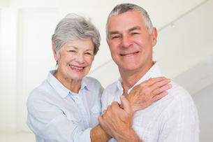 Cute retired couple smiling at cameraの写真素材 [FYI00001294]