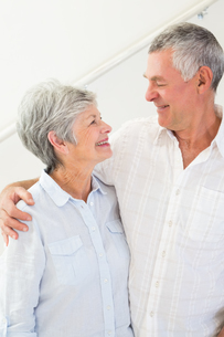 Happy retired couple standing and smiling at each otherの写真素材 [FYI00001321]