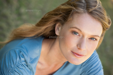 Close-up portrait of a beautiful relaxed womanの写真素材 [FYI00001422]