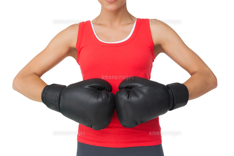 Close-up mid section of a determined female boxerの写真素材 [FYI00001478]