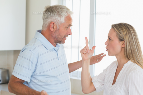 Angry couple having an argumentの写真素材 [FYI00001531]