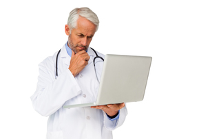 Concentrated male doctor using laptopの写真素材 [FYI00001637]