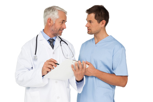 Male doctor and surgeon discussing reportsの写真素材 [FYI00001648]