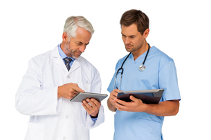 Portrait of male doctor and surgeon with digital tabletsの写真素材 [FYI00001652]