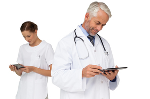 Male and female doctors using digital tabletsの写真素材 [FYI00001660]