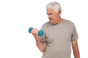Portrait of a senior man exercising with dumbbellの写真素材 [FYI00001669]