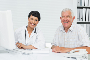 Portrait of a happy female doctor with male patientの写真素材 [FYI00001753]