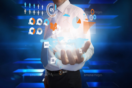 Businessman presenting interfaceの写真素材 [FYI00001802]