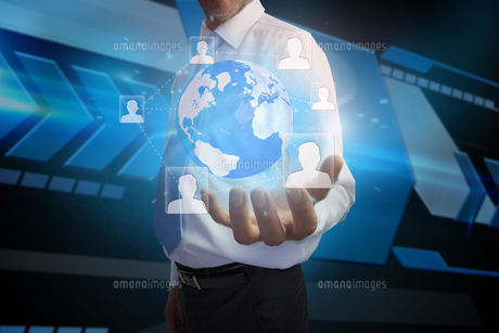 Businessman presenting earth with profile picturesの写真素材 [FYI00001803]