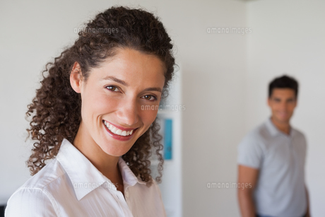 Casual business partners smiling at cameraの写真素材 [FYI00001828]