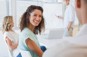 Casual businesswoman smiling at colleague during meetingの写真素材 [FYI00001875]
