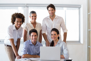 Attractive business people smiling in the workplaceの写真素材 [FYI00001917]