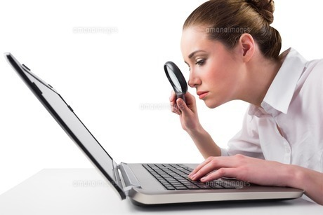 Attentive businesswoman typing on laptopの写真素材 [FYI00002020]