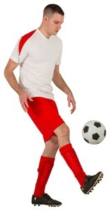 Fit football player playing with ballの写真素材 [FYI00002023]