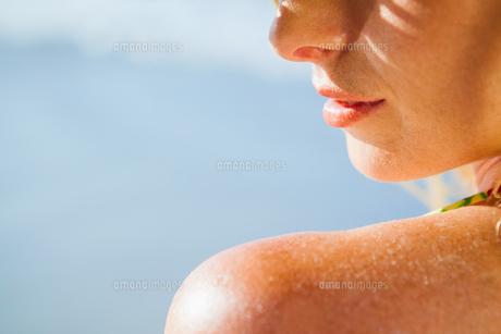 Gorgeous woman on the beachの写真素材 [FYI00002068]