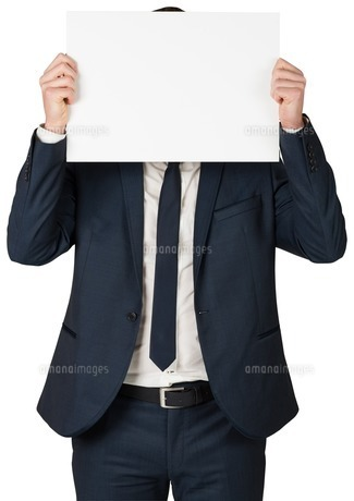 Businessman showing card to cameraの写真素材 [FYI00002119]