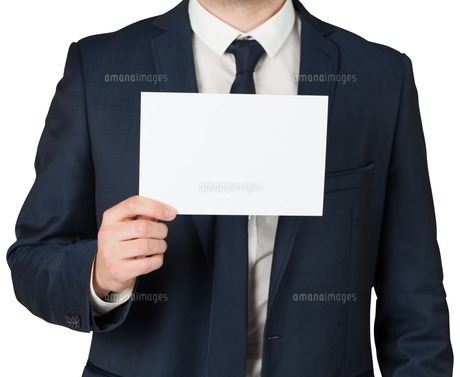 Businessman showing card to cameraの素材 [FYI00002121]