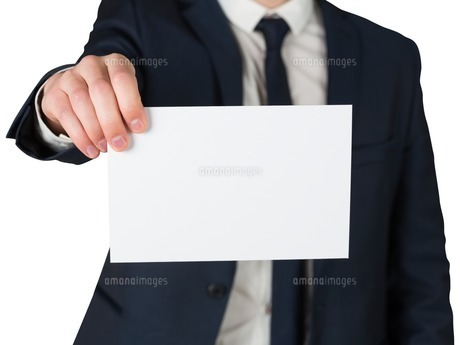 Businessman showing card to cameraの写真素材 [FYI00002122]