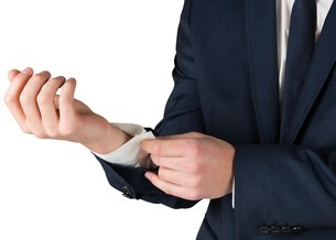 Businessman adjusting his cuffs on shirtの写真素材 [FYI00002123]