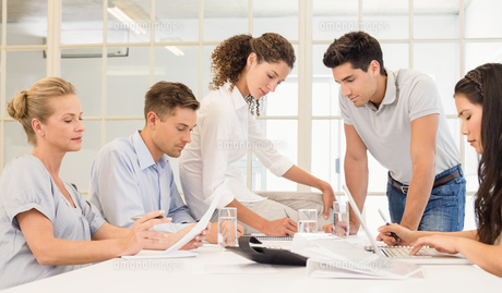 Casual business team having a meetingの写真素材 [FYI00002286]