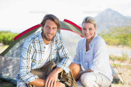 Attractive hiking couple smiling at camera outside their tentの写真素材 [FYI00002335]
