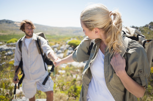 Hiking couple walking on mountain terrainの素材 [FYI00002375]