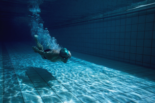 Fit swimmer training by himselfの写真素材 [FYI00002458]