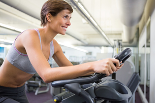 Fit woman working out on the exercise bikeの素材 [FYI00002540]