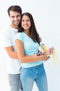 Happy young couple painting togetherの写真素材 [FYI00002599]
