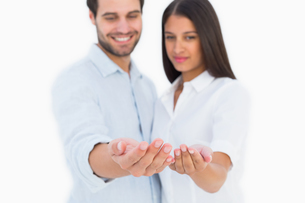 Attractive young couple holding their hands outの写真素材 [FYI00002621]