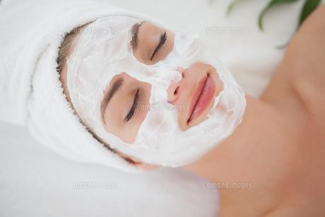 Beautiful blonde getting a facial treatmentの素材 [FYI00002682]