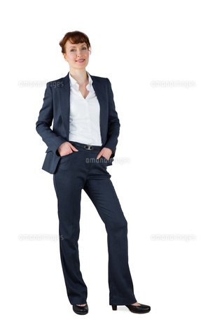 Businesswoman in suit smiling at cameraの写真素材 [FYI00002708]