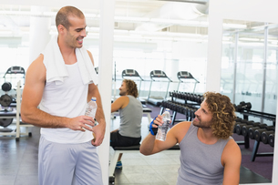 Smiling trainer talking to fit man at gymの写真素材 [FYI00002919]