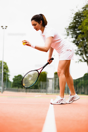 Tennis player playing a match on the courtの写真素材 [FYI00002931]