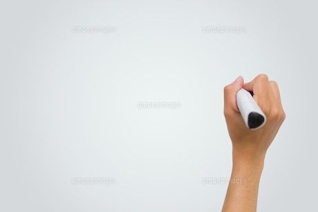 Female hand writing with markerの写真素材 [FYI00002996]