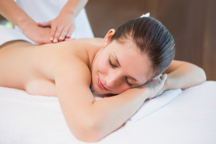 Attractive woman receiving back massage at spa centerの写真素材 [FYI00003052]