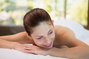 Beautiful woman lying on massage table at spa centerの写真素材 [FYI00003056]