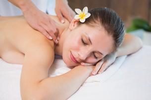 Attractive woman receiving back massage at spa centerの写真素材 [FYI00003060]