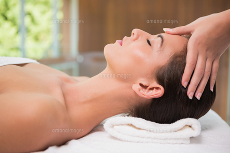 Attractive woman receiving head massage at spa centerの素材 [FYI00003075]