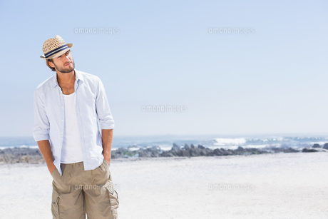 Handsome man enjoying the sunshineの写真素材 [FYI00003379]