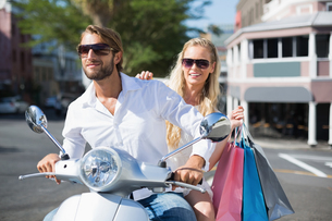Attractive couple riding a scooterの写真素材 [FYI00003392]