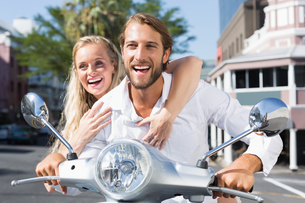 Attractive couple riding a scooterの写真素材 [FYI00003402]