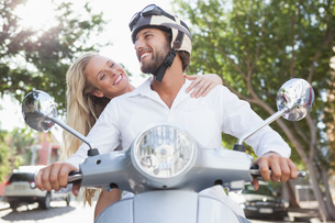 Cute couple riding a scooterの写真素材 [FYI00003411]